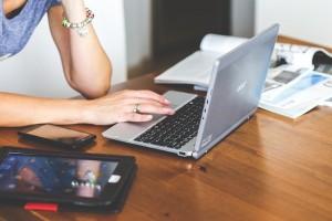 出資対象会社を分析