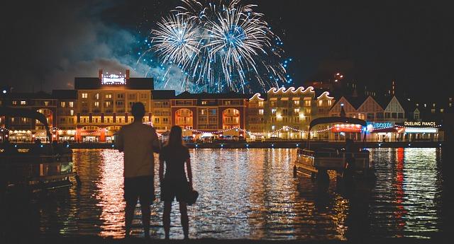 ディズニーランドの夜景と花火