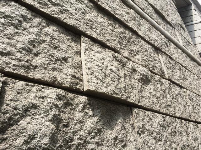 東京証券取引所の壁石