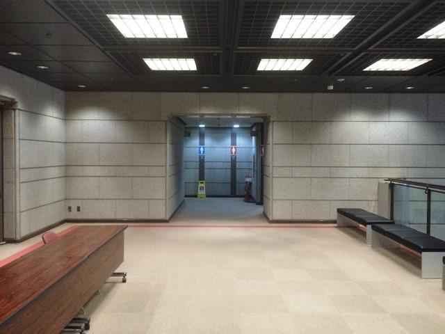 東証内トイレ